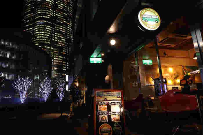 六本木駅近く、賑わうけやき坂の1本裏にあるカフェです。コンセントやWiFiもあって、作業場としても◎このエリアにしては安いランチが美味しくておすすめ。