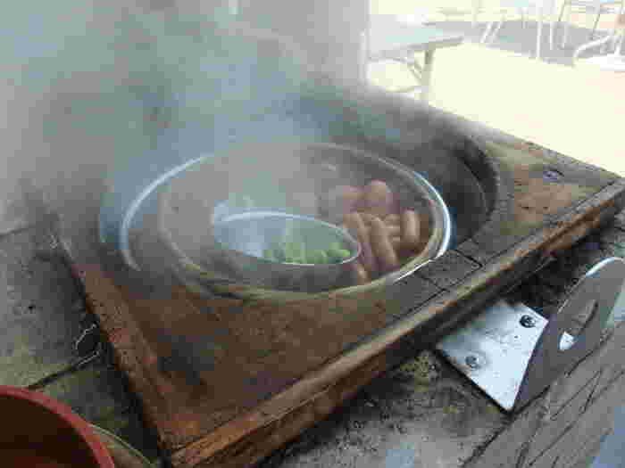 蒸し上がって、蓋をゆっくりと開けると、もくもくとした蒸気と一緒に美味しそうな香りが立ち込めます♪