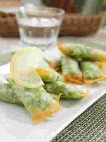 グリーンピースをつぶして春巻きの皮に巻いたら、食べやすいおつまみに!こちらのレシピでは冷凍グリーンピースで作っていますが、生のグリーンピースが手に入る春は、ぜひそちらで試してみてくださいね。春巻きのパリパリ感があれば、グリーンピースが苦手な人でもパクパク食べられそうです。