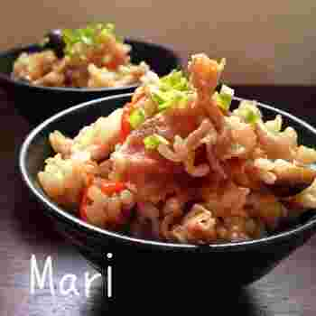 冷蔵庫に残りがちな、焼き肉のたれを使った簡単炊き込みご飯。レシピに記載されている野菜以外にも色々アレンジできるレシピです。お弁当やおにぎりにもオススメですよ。