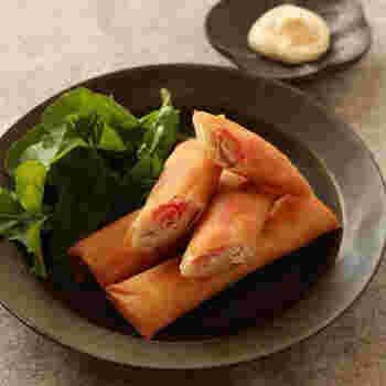 中身はなんとささみと紅生姜だけ!シンプルな春巻きレシピです。特に味付けの必要がないのは、紅生姜のおかげです。マヨネーズを添えて味変を楽しむのも◎。