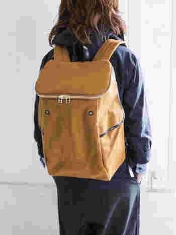 シンプル。だけど、しっかりとした輝きを放ってくれる、ワックスコットンのバッグパック。ハリのある生地感で、使い込むほどに自分だけの風合いを感じる事ができます。