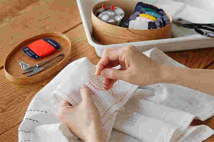 道具を揃えることからスタートする刺し子初心者さん。針を選んで、糸を選んで、布を選んでと1つ1つチェックするのは大変という方におすすめの、横田株式会社(よこたかぶしきがいしゃ)の刺し子の道具のご紹介です。