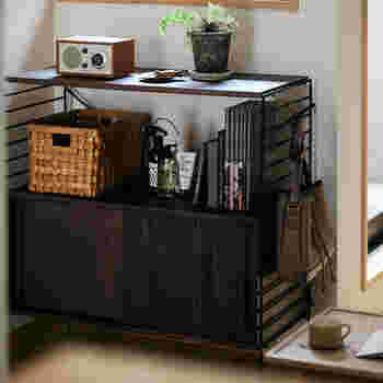 背の低いラックは畳の部屋や、座る生活に便利なアイテム。カラーも選べるから明るくナチュラルにも。