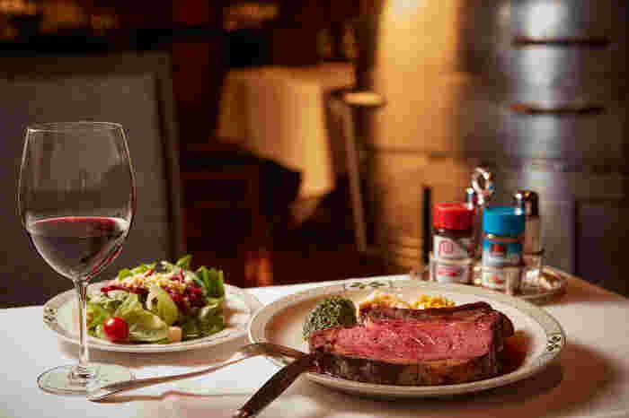 好みのサイズと焼き加減で提供してもらえるプライムリブは、一度食べたら忘れられない味。噛む度にお肉の旨味が口いっぱいに広がります。