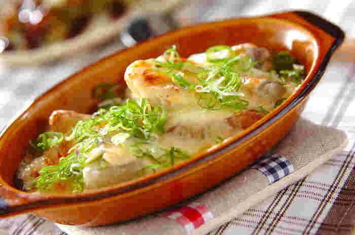 おでんの種を使って、みそチーズグラタンに。味噌とおでんの相性も抜群なのでおいしそうですよね。