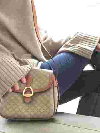 お洒落さんはもう持ってる!レトロさが魅力の『ヴィンテージバッグ』ブランド別コーデ帖