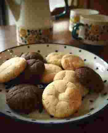 スウェーデン語の「夢」にあたる「ドロンマル(drömmar)」という素敵な名前が付けられたクッキーは、ザクザクとした食感ながら、ほろほろ感も同時に楽しめるクッキーです。スウェーデンのカフェでは計り売りしているお店も多く、コーヒーのお供に少しだけ甘いものが食べたいときに選ばれることが多いようです。