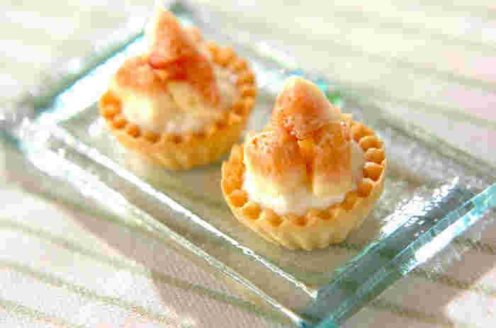 いちじくとチーズクリームのさっぱりしたミニタルトは甘いものが苦手な方にも食べやすい一品です。