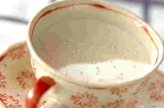 ゆずジャム、ホワイトキュラソー、牛乳、卵白で作る「ふわふわユズのデザート」。ゆずジャム、牛乳、ホワイトキュラソーをあわせたソースとふわふわに泡立てた卵白を混ぜて作るこれまでにない食感のデザートは、女子会のオシャレなデザートにピッタリかも。