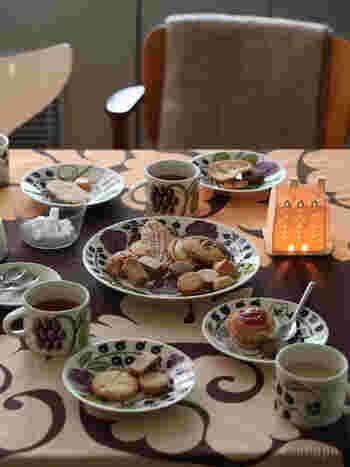 テーブルがパッと美しく見違える、北欧食器の魅力をお伝えしました。 いつもの食器に一つプラスしても、ブランドやシリーズで揃えても、おしゃれで素敵になりますよ。お気に入りの北欧食器を見つけて、毎日の生活をもっと楽しんでみませんか?