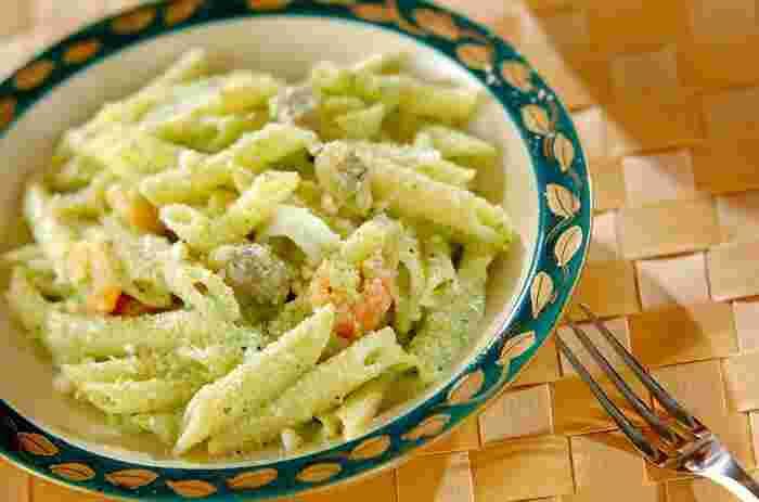 ブロッコリーソースの鮮やかな緑色で食卓もぱっと華やかに。白ワインを加えてちょっと大人の味わいに仕上げています。