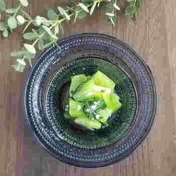 青梗菜が秋の旬の野菜だということ、ご存じでしたか?1分茹でたら、後は塩麹を和えるだけの超スピードレシピです。水分たっぷりで歯ごたえのある茎は癖になりますよね。この秋はこの時短メニューでたくさん食べてみてください。