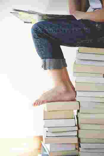 小説、マンガ、雑誌…みなさんは、たまった本の収納、どうしてますか? いつまでも大切に手元においておきたい本以外は、何年も前の前のものだったり、意外ともう必要の無い本だったりすることも…。 気が付くと本棚はいっぱい。さらに本棚に入りきらない本がお部屋に山積み…なんんてことも多いのでは?
