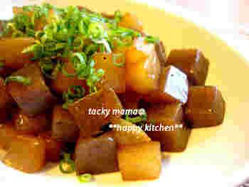 煮物はやはりほっこりしますね。こんにゃくだけだと少し寂しいので、大根と一緒にいただきましょう。味がよくしみた、ご飯が進む副菜です。