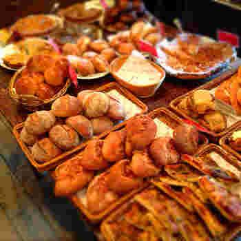 たくさんのパンがずらりと並びますが、とても人気があるので、夜には売り切れになってしまう商品も。感動するほどの美味しいパンですが、お手頃価格なのもうれしい。