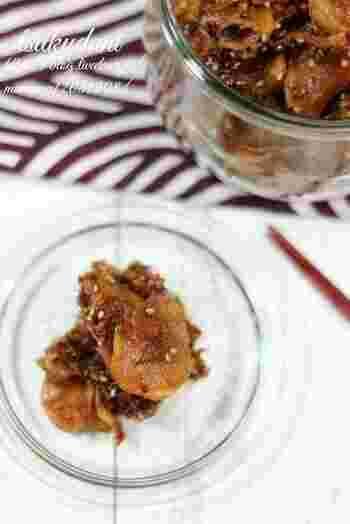 ごはんがどんどん進んでしまう、新生姜の佃煮です。生姜は皮ごと使い、できるだけ薄切りにするのがポイント。日持ちが良く冷凍も出来るので、常備菜としてはもちろん、お弁当にもいつでも使えて重宝します。