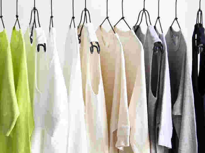 Tシャツは見た感じと着た感じが意外と違います。たかがTシャツと思わずここはきちんと試着をしましょう。ちょっとしたサイズやデザインの違いでも着た印象が大分変わります。いろんなTシャツを試着してベストなものを見つけましょう。