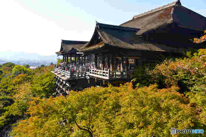 【初秋の舞台「清水寺」。東山の高台からは、京都市街が一望。】