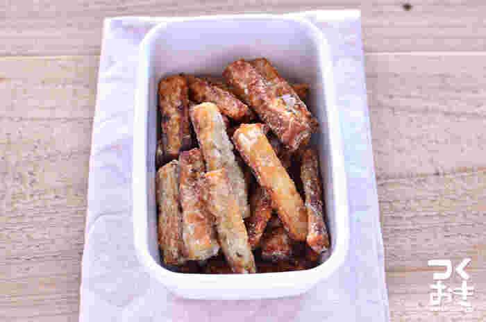 フライパンで作れてしまうごぼうのから揚げの材料は、醤油、砂糖、みりん、片栗粉とごぼうだけ。忙しい日のお弁当に是非どうぞ。