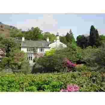 ダブ・コテージから住まいを変え、ワーズワースが晩年(1813〜1850)に過ごした家。ワーズワース自ら設計を手がけたというイングリッシュガーデンを散策できます。
