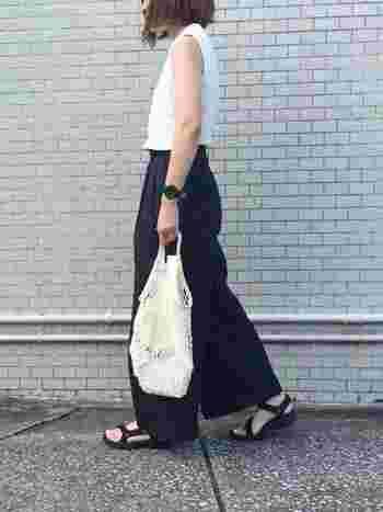 1984年にアメリカで誕生したスポーツサンダルのパイオニアの「Teva(テバ)」。Tevaのサンダルはとにかく軽くて歩きやすいのが魅力です。