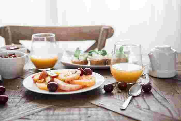 今までは朝ごはんをしっかり食べずにそのまま出かけていた、という方は朝食を朝活の目的にしてはどうでしょう。朝活が体と心にエンジンをかけ、日中の生産性がグンと良くなりそうです。
