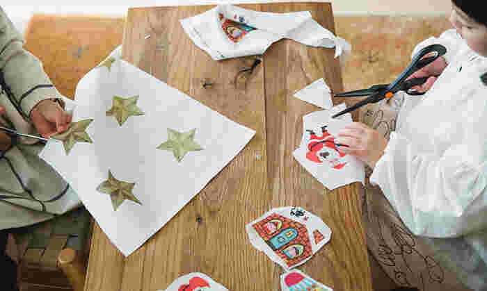 すきなキャラクターの布プリントをつくって、まわりを切り取り、綿を入れて縫えば・・ぷっくりした「布のマスコット 」のできあがり!  サンタさんなど、クリスマスにぴったりなデザインの布プリントをたくさん作れば、オーナメントとしても活用できますよ*