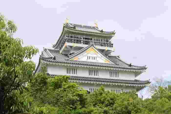 同じく金華山にある人気観光スポット「岐阜城」。岐阜城は戦国時代には斎藤道三の居城でもありました。その後、1567年に織田信長がこの「稲葉山城」と呼ばれていた城を攻略して城主となり、その後「稲葉山城」を「岐阜城」に改めたと言われています。