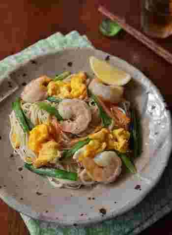 そこで、そうめんをもっとおいしく楽しむ「そうめんチャンプルー」レシピをご紹介します♪作り方はどれもとってもカンタン!いつもご家庭にあるような卵やツナ、キャベツ、お肉などの食材を使って作れますので、ぜひマネしてみてくださいね。