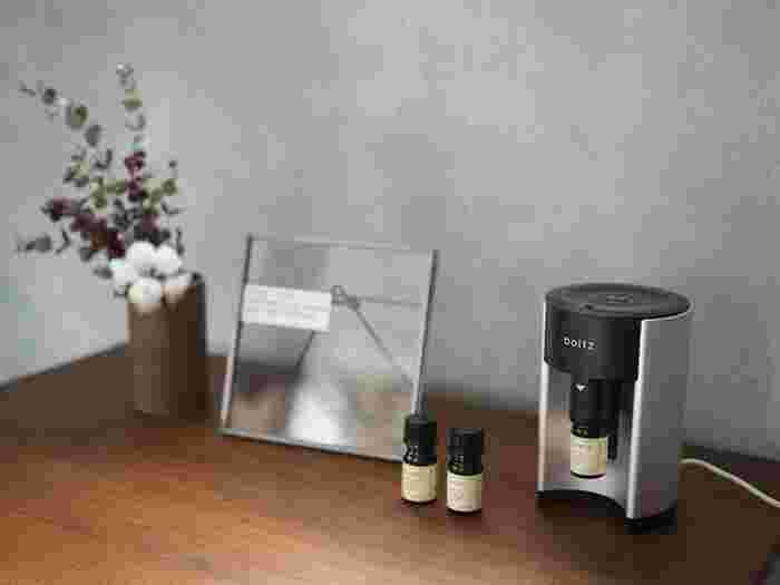 お部屋が秋仕様になったら、香りにもこだわってみましょう。アロマオイルなどで、自分が心地良いと思える香りを取り入れるのがおすすめ。きっと、よりリラックスできるひと時を演出してくれるはずです。