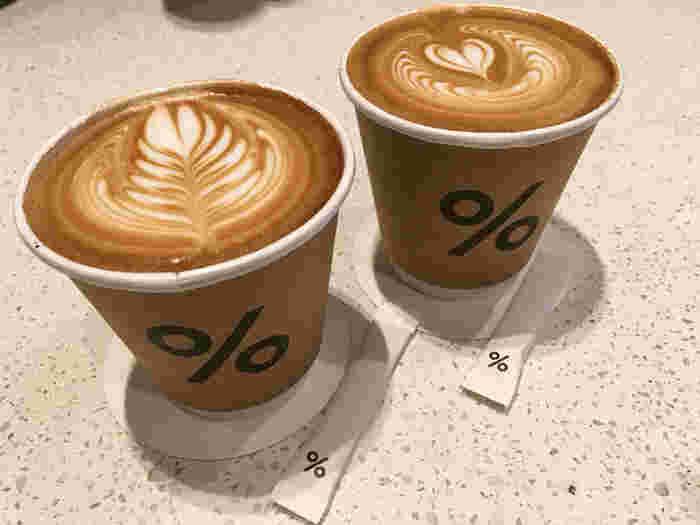 バリスタのヘッドを務めるのは、バリスタの世界大会「Coffee Fest Latte Art World Championship 2014」でチャンピオンに輝いた山口淳一氏。 アラビカ京都へいくのなら、ぜひ世界一のラテアートを楽しんで下さい。