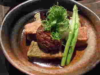 生麩やお豆腐など京都の食材と旬野菜を組み合わせたメニューもたくさんあって、家庭的な京料理も楽しめます。