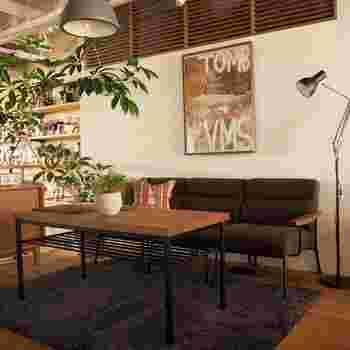 個性的なアートや家具・雑貨で、自分らしい空間を生み出すブルックリンインテリア。そのなかでもお部屋の雰囲気をがらりと変える「フレーム入りポスター」は、初心者さんにこそぜひ取り入れてほしいアイテム。