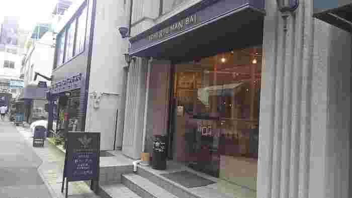 元町駅から山側へ上がったトアウエストに2014年にオープンした、グラノーラ専門店の『一粒万倍(ICHI RYU MAN BAI)』。こちらのお店はテイクアウトのみですが、次の日の朝食を選ぶのにぴったりのお店です。