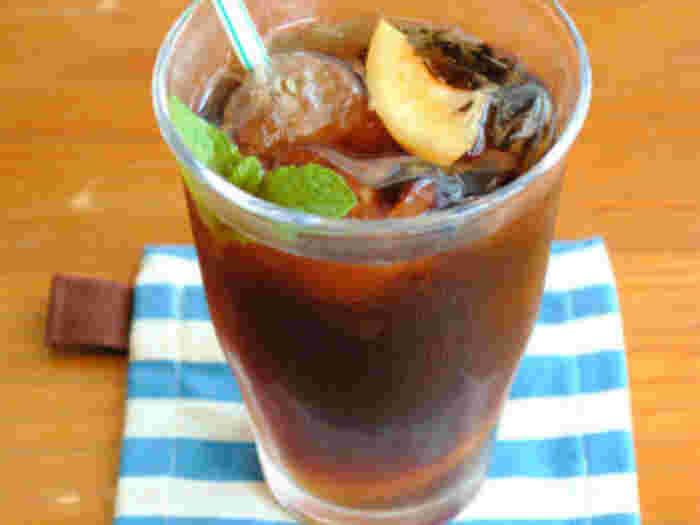 コーラに塩レモンをプラスするだけで、甘みが引き立つひと味違ったさっぱりコーラに。
