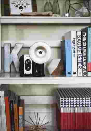 """そこで今回は、本を処分する方法や、お洒落に見せる""""本の収納""""アイデアをご紹介したいと思います。スッキリお洒落に収納して、快適で心地よい暮らしを目指しましょう!"""