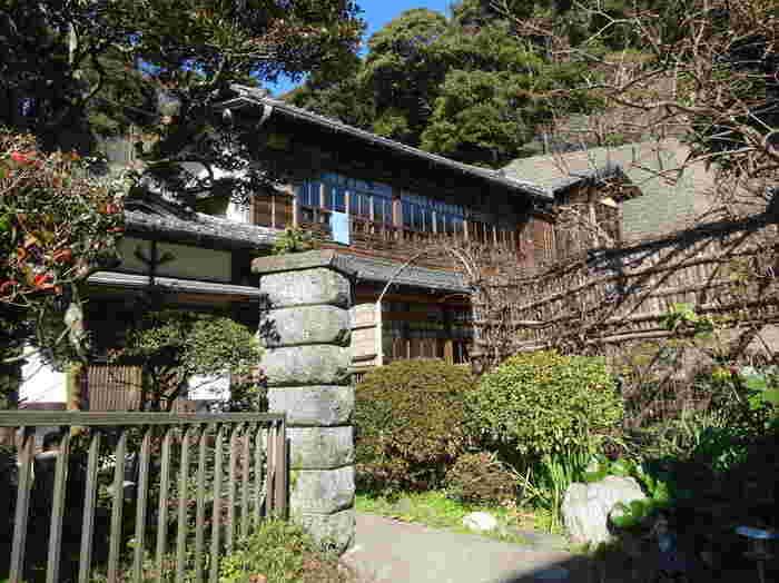 極楽寺駅近くにある「アナン邸」。こちらはインドから香辛料を輸入されているアナンさんのお宅です。こちらではカレーのスパイスを購入することができます。