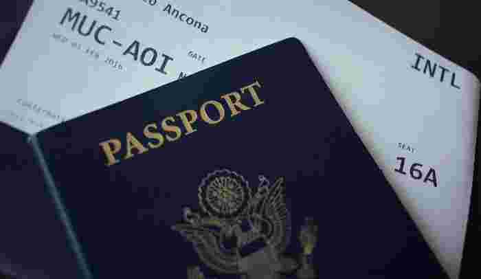 """さて、まず必ず聞かれるのは""""滞在の目的""""です。きっと入国審査官はこう聞いてくるでしょう。「What's your purpose of your visit? (旅行の目的は何ですか?)」  海外旅行が目的の場合がほとんどだと思いますので、こう審査官に伝えましょう。「For sightseeing.(観光です)」、もし海外出張などのビジネス目的なら「On  business(ビジネスです)」、留学目的ならこうです、「To study(留学するためです)」。"""