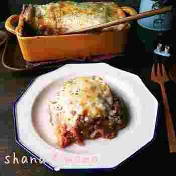 イタリアンが好きな人におすすめなのが、オーブントースターで作るラザニア。餃子の皮を使えば思い立った時に簡単にできちゃいます。ミートソースもホワイトソースも電子レンジ使用なので時短です。