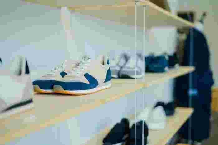 L&HARMONYは、職人技術を感じられるスニーカーはじめ、アパレルやライフスタイル雑貨を取り扱うセレクトショップ。どこかにひと癖ある、スニーカー好きの心をときめかせること間違いなしの靴たちにぜひ会いに行ってみて。(写真提供:L&HARMONY)