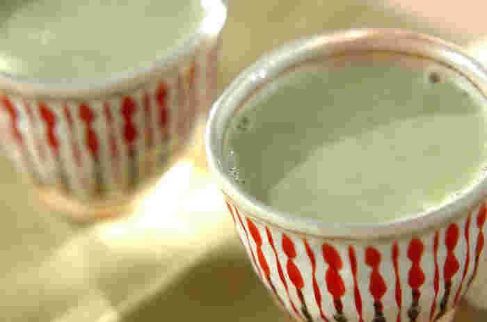 抹茶と甘酒の甘味がマッチしたレシピです。甘酒に飽きた方は挑戦してみてください。