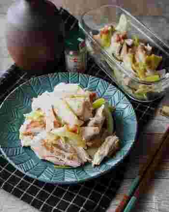同じく鶏肉と長ねぎで作る、暑い日にもおすすめの梅肉の酸味が食欲をそそるさわやかな和え物。付け合わせにもメインにも使えるうえに、そうめんや冷や麦などの冷たい麺類に、ミョウガや大葉と一緒にたっぷり絡めても美味しくいただけます。