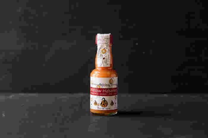 兵庫県産の無農薬ハバネロを使用したチリソース。フルーティーな風味のあとから、刺激的な辛さが追いかけてきます。ピザ、オムレツ、カレー、スープなどさまざまな料理に使えます。また、ケチャップやポン酢、マヨネーズなどに混ぜるのもおすすめ。