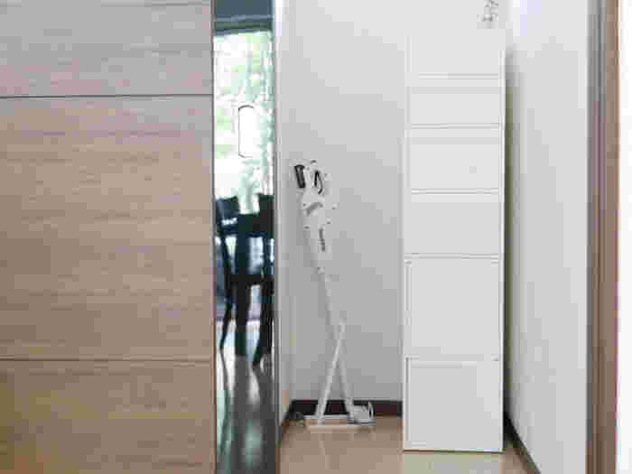 幅は32㎝なので、ちょっとした隙間にも置けるのが便利です。ストックやお掃除周りのグッズなど、まとめて管理できそうです。