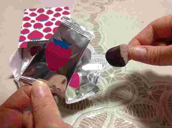 こちらはピュレグミにチョコをかけた「ピュレショコラティエ」。缶ではないにしてもこのパッケージにグッときますね☆