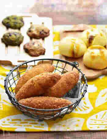 ランチに出来立ての熱々カレーパンが食べられるのはとっても贅沢♪ホームベーカリーと手ごねのどちらにも対応しているレシピです。カレーが余っているときなどにも生かしてみてくださいね。