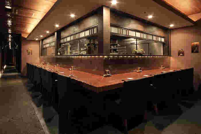 毎日築地から仕入れる新鮮な魚介や旬の素材を使った料理を、落ち着いた大人の空間で楽しむ「松玄 凛」。 数量限定のお得なランチや、本格的な料理が味わえるランチコースも1680円~とリーズナブル。
