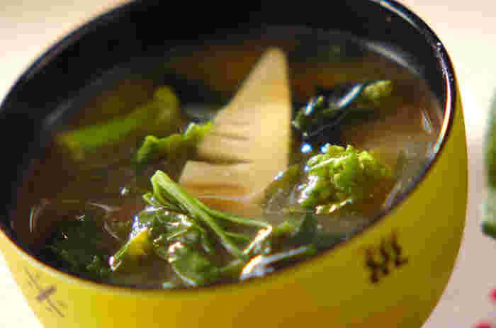 菜の花とタケノコを具材にした春の訪れを告げるお味噌汁です。歯ごたえもあって、満足感の高いお味噌汁ですね。