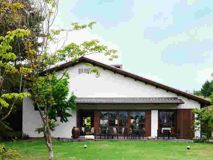 素晴らしい景色と建物、そして美味しいお料理。この三拍子が全て揃った場所がこちらの「ドメイヌ ドゥ ミクニ」。